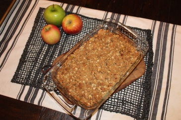 Apple Crisp + recipe | Glitter & Grace Blog #fallrecipe #apple