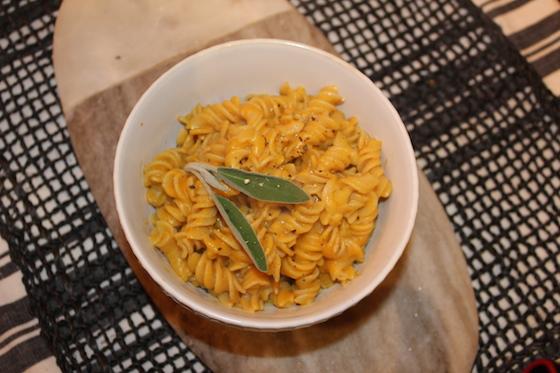 Creamy Vegan Pumpkin Pasta + recipe | Glitter & Grace Blog #fallrecipe #pumpkin #vegan