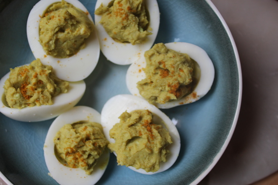 curriedAvocadoDeviledEggs03