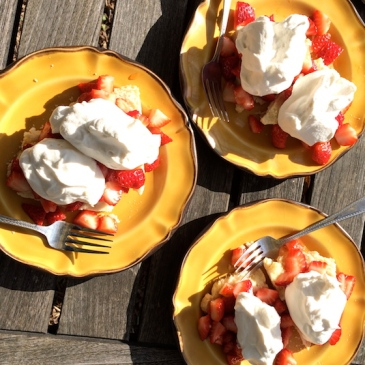Strawberry Shortcake | Glitter & Grace Blog #springrecipe #strawberry