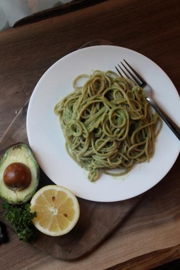 Avocado Lemon Pasta + recipe | Glitter & Grace Blog #avocado #lemon #springrecipe