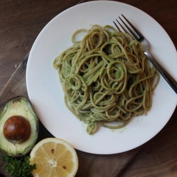 Avocado Lemon Pasta + recipe | Glitter & Grace Blog #avocado #lemon #springrecipe