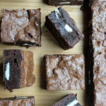 Cookies & Cream Brownies + recipe | Glitter & Grace Blog #chocolate #oreo
